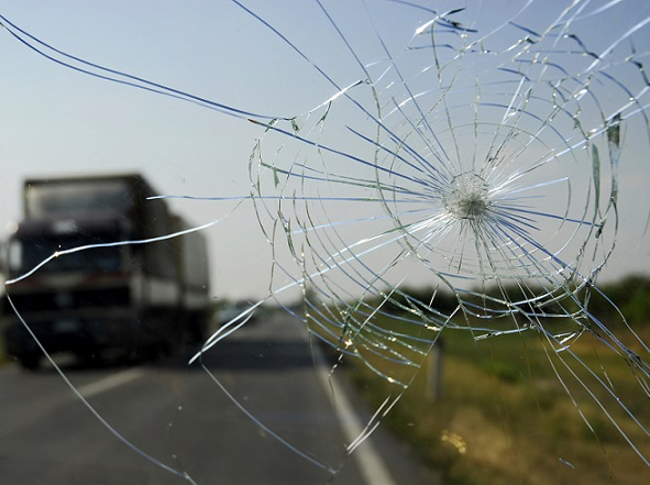 Find The Best Cracked Windshield Repair Service